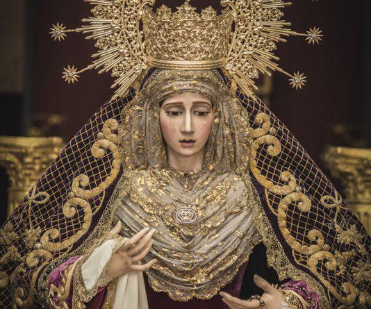 María Santísima de la Concepción Coronada vestida para la Veneración en Semana Santa