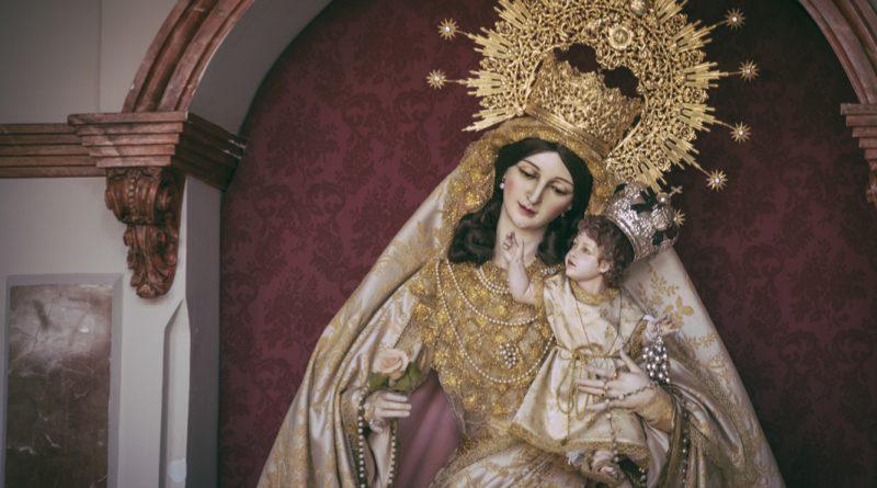 Nuestra Señora de las Viñas vestida para el Tiempo de Pascua de Resurrección